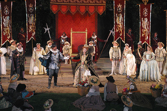 theater the source of entertainment during the elizabethan times Macbeth as elizabethan theatre: essay on theater and entertainment during the elizabethan period elizabethan times in the 1600s were a progression for the.